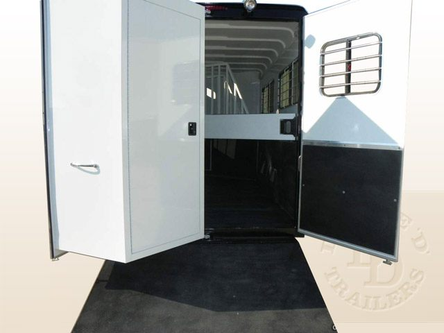 2 Horse Trailer With Living Quarters 9737 036