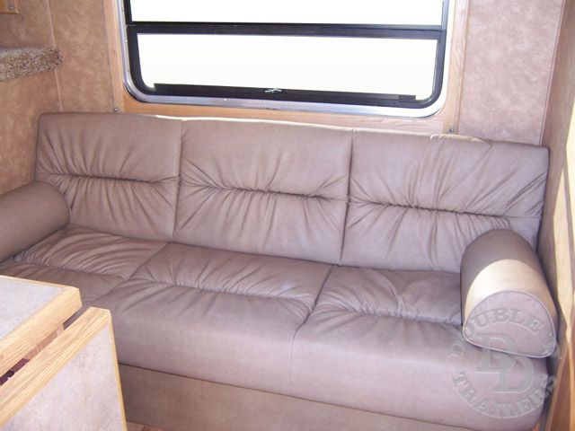 2 Horse Trailer With Living Quarters D010 017