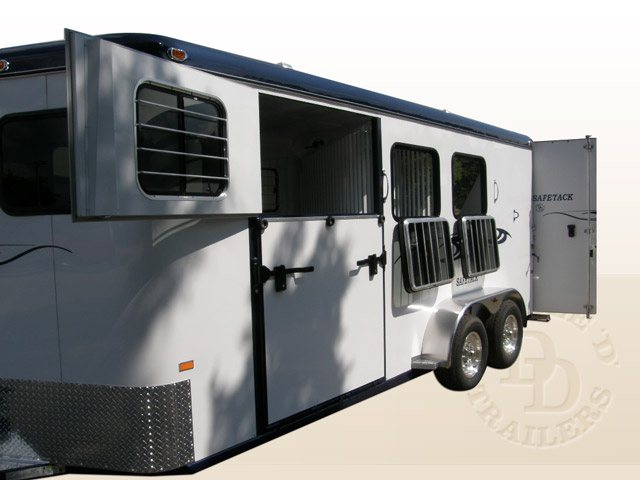 3 Horse Bumper Pull Slant Load Trailers