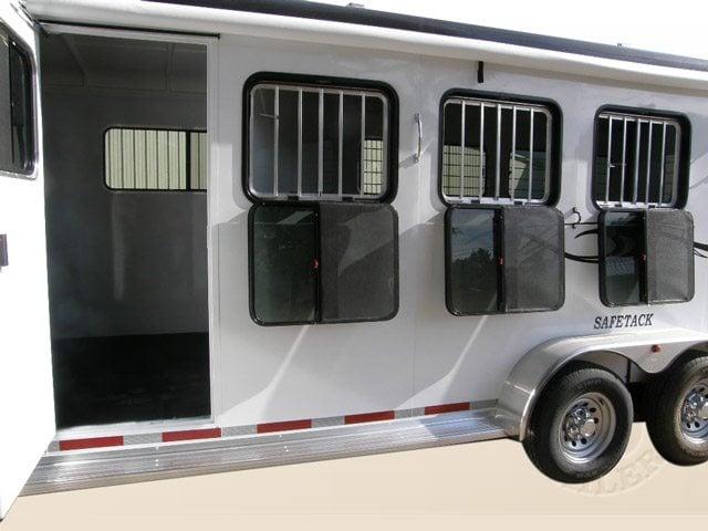 slant load horse trailer