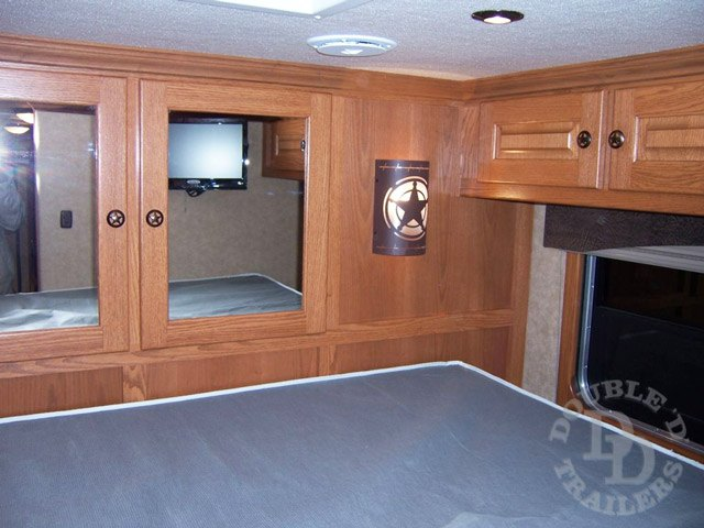 Living Quarter Horse Trailer with 12 ft short wall  002