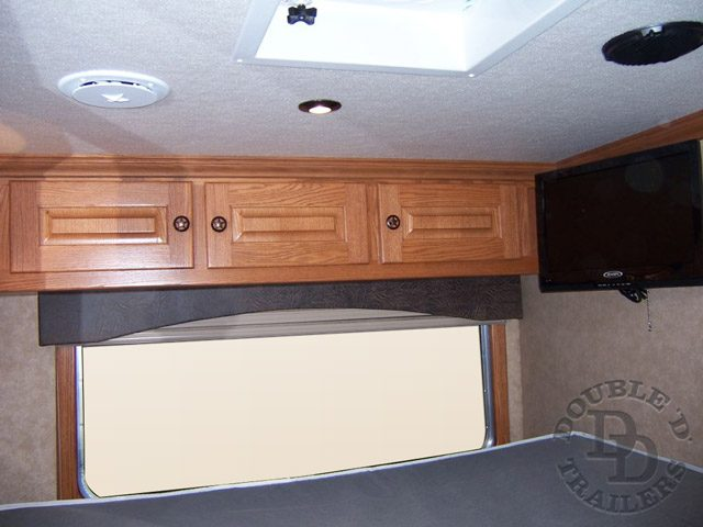 Living Quarter Horse Trailer with 12 ft short wall  007