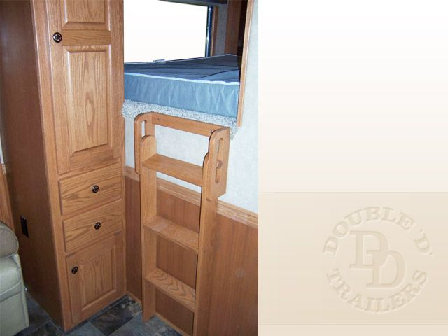 Living Quarter Horse Trailer with 12 ft short wall 009