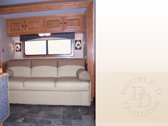 Living Quarter Horse Trailer with 12 ft short wall 048