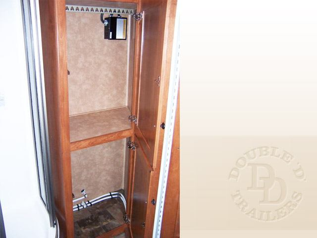 Living Quarter Horse Trailer with 12 ft short wall 017