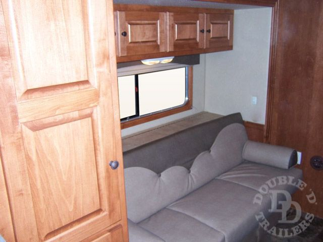 Living Quarter Horse Trailer with 12 ft short wall 061