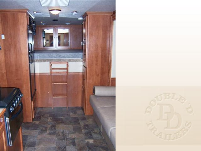 Living Quarter Horse Trailer with 12 ft short wall 095