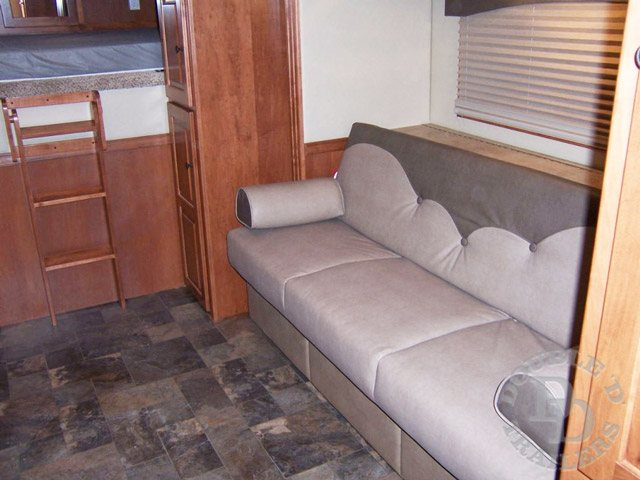 Living Quarter Horse Trailer with 12 ft short wall 099