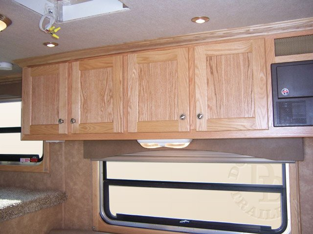 2 Horse Trailer With Living Quarters D010 019